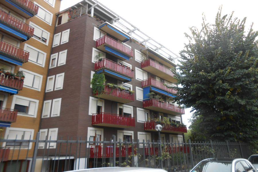 Ampio bilocale arredato busto arsizio appartamento for Contratto locazione immobile arredato