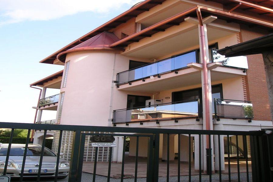 Ampio bilocale non arredato busto arsizio appartamento for Contratto locazione immobile arredato